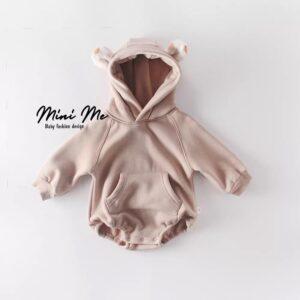 בגדי תינוקות – בגד גוף פוטר דגם טדי לבן/חאקי