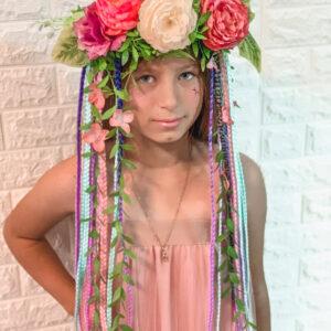 עטרת פרחים בשילוב של צמות