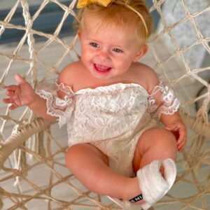 שמלת תחרה לתינוקת הולי